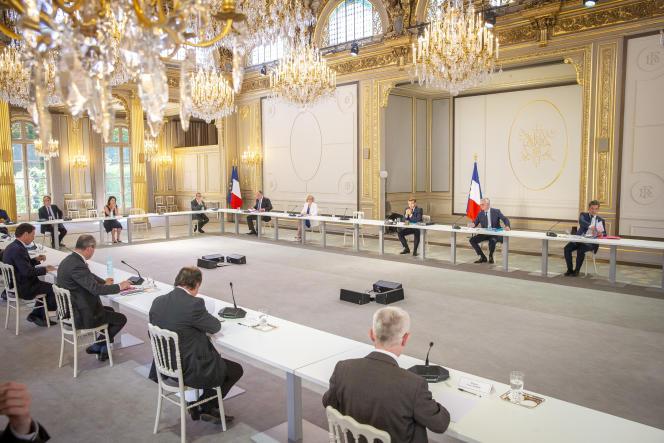 Emmanuel Macon reçoit les partenaires sociaux, à l'Elysée, le 24 juin.