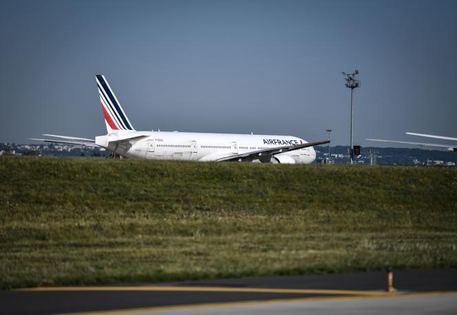 A l'aéroport d'Orly, dans la banlieue sud de Paris, le 24 juin.