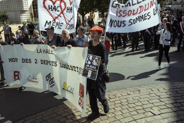Manifestation des salariés de La Halle, à Châteauroux (Indre), le 20 juin.