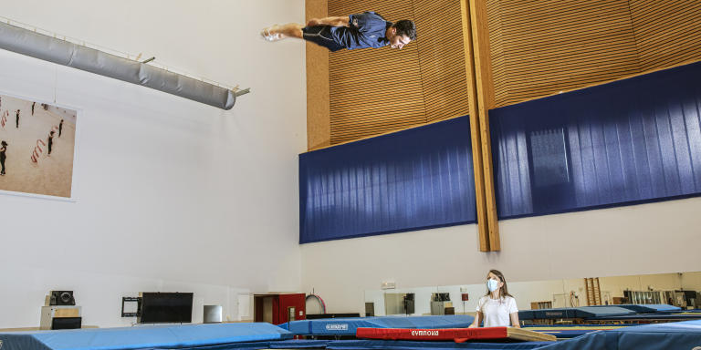 Paris Juin 2020 - Allan Morante, French trampolinist, during training at Insep under the watch of her trainer Christine Blaise