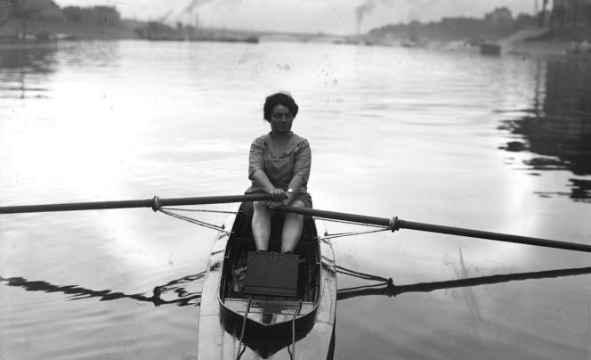 Née en 1884, la NantaiseAlice Milliat a pratiqué (ici, en aviron), mais aussi occupé des fonctions de dirigeante, à la Fédération des sociétés féminines sportives de France.
