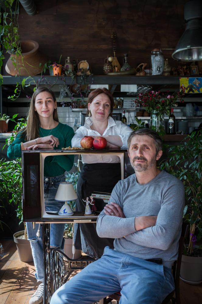 De gauche à droite : Irina Kalandia, responsable de la communication, Ketevan Tsiskadze, chef, et Datchi Chaganava, le patron du Colchide, restaurant géorgien, situé dans le 18e arrondissement de Paris.