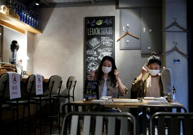 Dans un restaurant de Tokyo, le 22 juin.