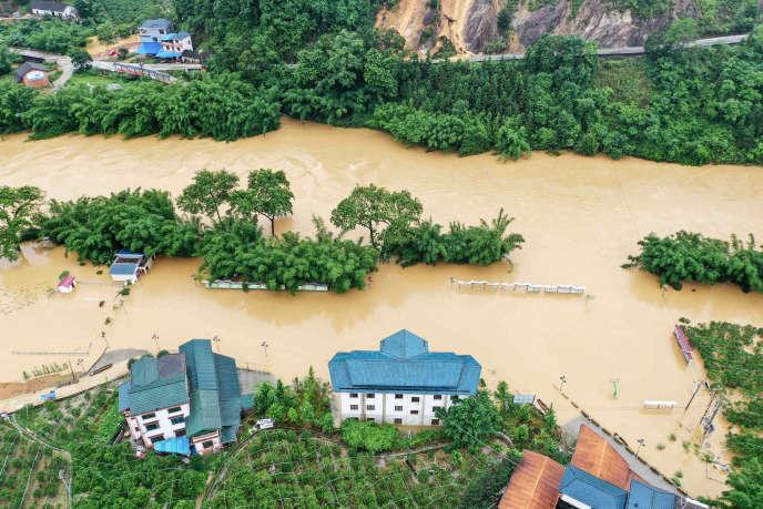 A Rongan, dans le sud de la province chinoise du Guangxi, de fortes pluies ont provoqué des inondations, le 10 juin.