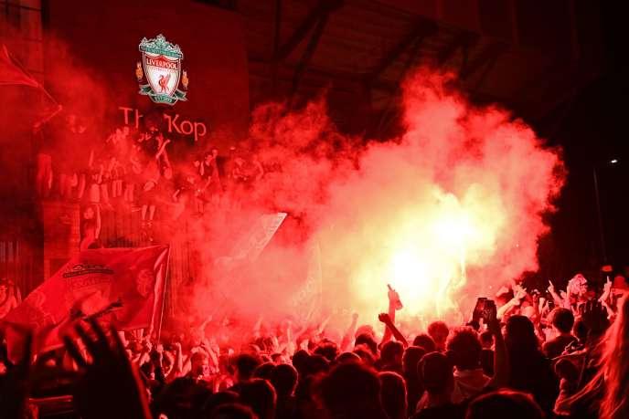 Les supporteurs de Liverpool ont célébré le titre de Premier League toute la nuit, jeudi 25 juin.