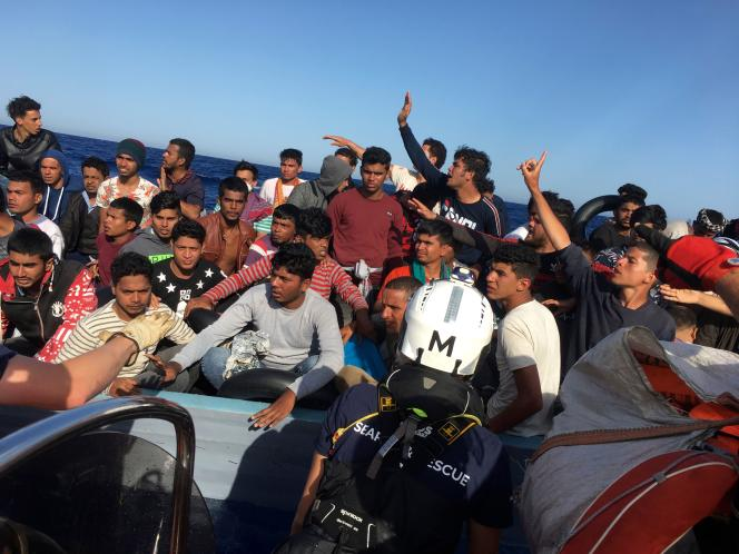 Migrants secourus par l'«Ocean-Viking», au large des côtes libyennes, le 25 juin.