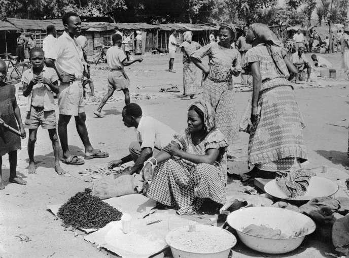 Photographie datant de 1955 probablement prise dans la capitale congolaise, Leopoldville, la future Kinshasa, alors sous domination belge. Le Congo est devenu un Etat indépendant en 1960.