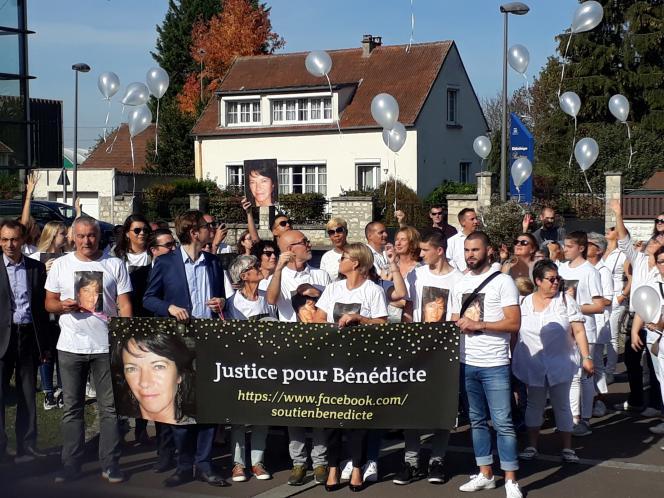 Marche blanche en mémoire de Bénédicte Belair, à Pont-Sainte-Maxence (Oise), en octobre 2018.