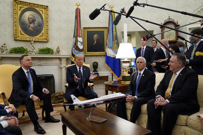 Les présidents polonais et américain, Andrzej Duda (à gauche) et Donald Trump, avec le vice-président Mike Pence et le secrétaire d'Etat Mike Pompeo, à Washington, mercredi 24 juin.