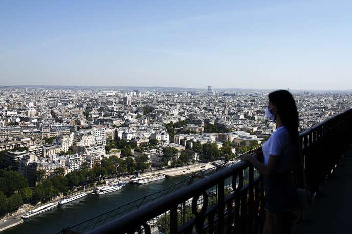 Vue générale de Paris depuis la tour Eiffel, le 25 juin.