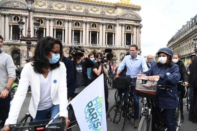 Anne Hidalgo en campagne avant le second tour des élections municipales, à Paris, le 21 juin.