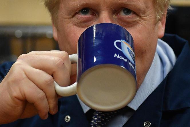 En Angleterre, on ne plaisante pas avec le thé ! «Tea time», pour le premier ministre Boris Johnson, en 2019.