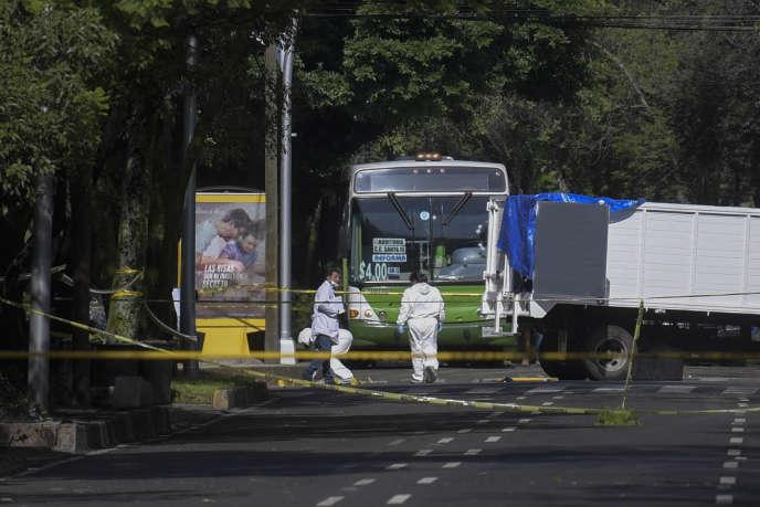 L'attaque s'est produite à l'aube dans un quartier résidentiel de la capitale mexicaine, lorsque des hommes à bord d'un camion ont ouvert le feu.