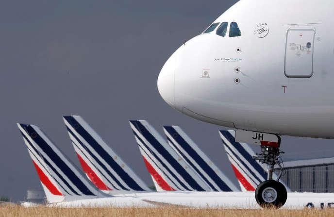 Des avions de la compagnie Air France sur le tarmac de l'aéroport de Roissy Charles-de-Gaulle, le 26 juin.