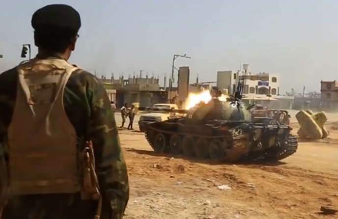 Image diffusée en avril 2019 par l'Armée nationale libyenne d'Haftar : un tank ouvre le feu dans une banlieue au sud de la capitale, Tripoli.