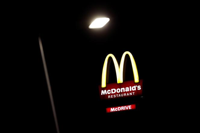 Sur 265 entreprises identifiées, 72 ne respectent pas la loi du 27 mars 2017 (relative au devoir de vigilance des sociétés mères et des entreprises donneuses d'ordre), dont certaines bien connues des consommateurs, comme McDonald's.