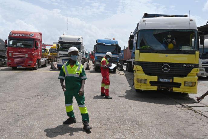 Au port d'Abidjan, le 8 mai 2020, le terminal routier du groupe français Bolloré.
