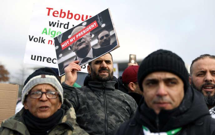 Manifestation contre le président Abdelmadjid Tebboune à Berlin, où le chef de l'Etat algérien participait à une réunion sur la crise libyenne le 19 janvier 2020.