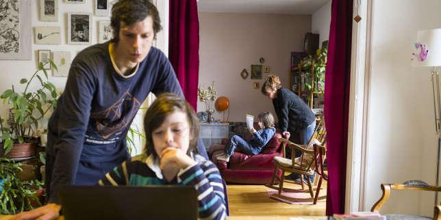 L'école à la maison reprend, mais «des dysfonctionnements et des défaillances» empêchent élèves et professeurs de travailler