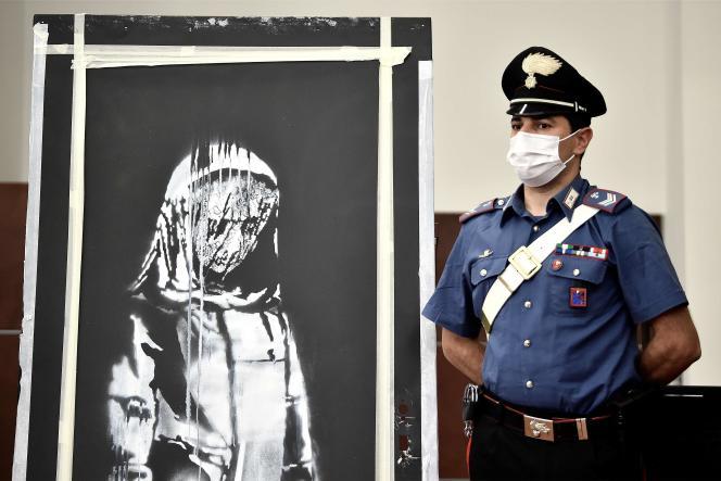 L'œuvre attribuée au célèbre artiste britannique anonyme Banksy avait été peinte courant 2018 sur une porte de secours métallique de la salle de spectacle parisienne du Bataclan.