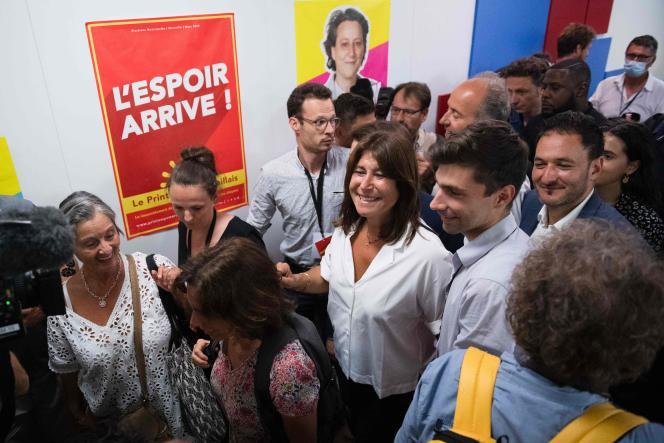 La candidate à la mairie du Printemps marseillais Michèle Rubirola (au centre) célèbre sa victoire après le second tour des élections municipales, à Marseille, le 28 juin 2020.