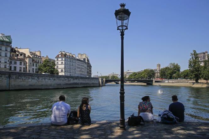 Sur les berges de la Seine à Paris, le 25 juin 2020.