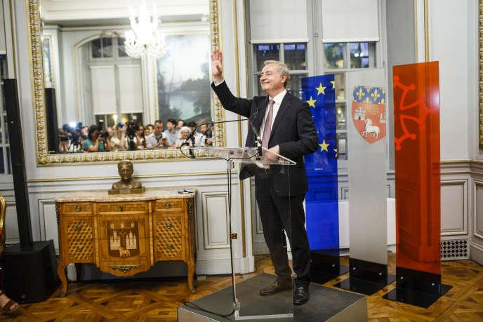 Jean-Luc Moudenc, le maire sortant LR de Toulouse, s'exprime au Capitole après l'annonce de sa victoire au second tour des municipales, dimanche 28 juin.