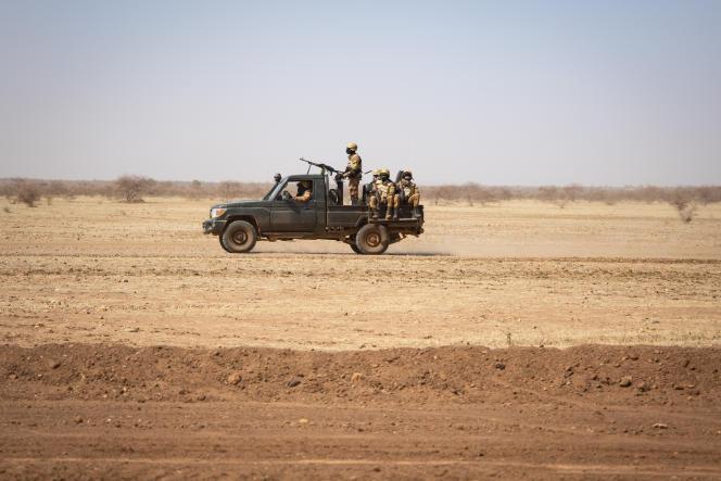 Des soldats burkinabés patrouillent dans le nord du pays, le 3février 2020.