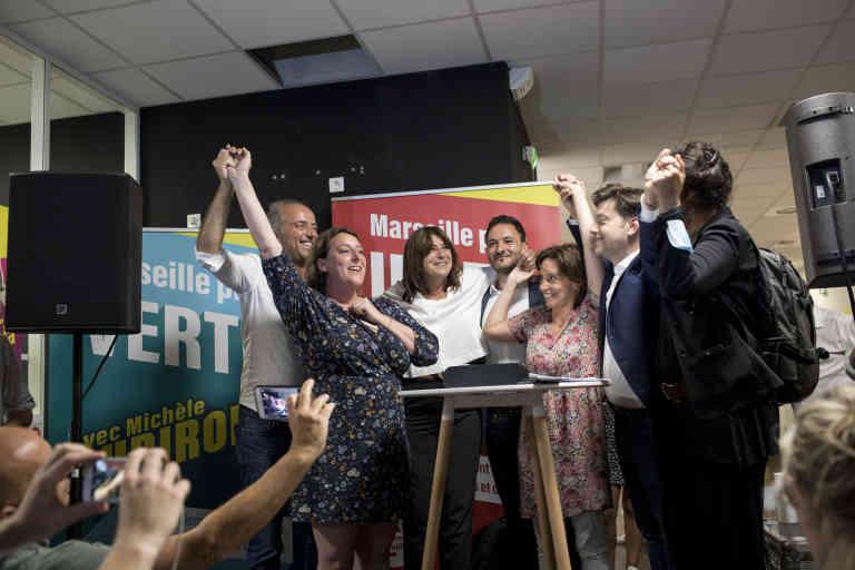 Michèle Tubirola avec ses Têtes de liste des secteurs. Local de campagne de Michèle Tubirola, Marseille, le 28 juin 2020