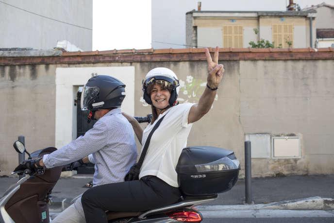 La candidate du Printemps marseillais, Michèle Rubirola, à la sortie de son bureau de vote à Marseille, le 28 juin.