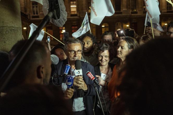 Le candidat EELV Pierre Hurmic célèbre sa victoire à Bordeaux, le 28 juin.