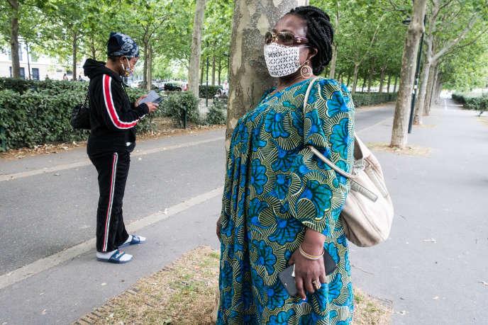Fatou, mère de famille et habitante des Francs-Moisins à Saint-Denis. Auxiliaire de vie, elle souhaite que les choses changent dans sa ville notamment concernant la sécruité. Elle veut vivre en paix.
