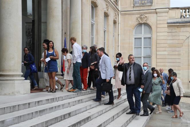 Des membres de la Convention citoyenne pour le climat arrivent à l'Elysée pour une réunion avec Emmanuel Macron, le 29 juin.