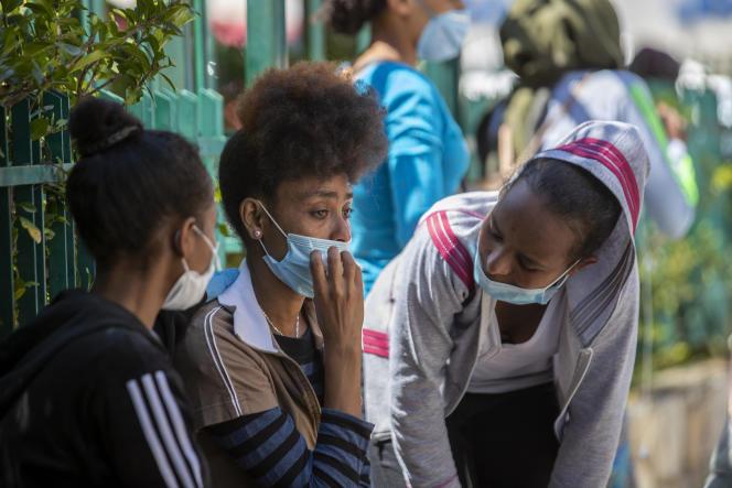 Des domestiques éthiopiennes, devant le consulat d'Ethiopie au Liban, à Hazmieh, près de Beyrouth, le 4juin.