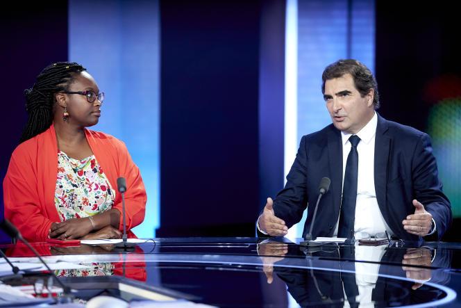 Le président des Républicains, Christian Jacob, etSibethNdiaye, secrétaire d'Etat et porte-parole du gouvernement, sur le plateau de France Télévision au soir du second tour des municipales, à Paris le 28 juin.