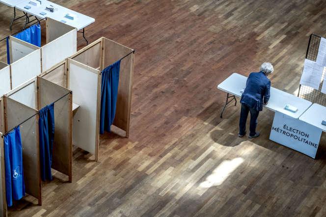 Le bureau de vote de la Bourse, lors du second tour des élections municipales à Lyon, le 28 juin.