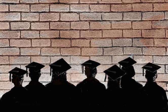 Depuis le confinement, le 17mars, les offres des cabinets, qui recrutent habituellement de larges contingents de jeunes diplômés pour le mois de septembre, se font rares.