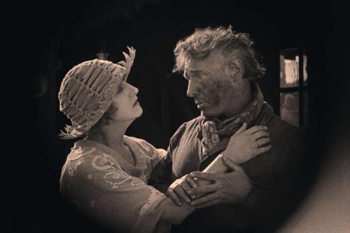 Ivy Close (Norma) etSéverin-Mars (Sisife) dans le film d'Abel Gance, « La Roue» (1923).