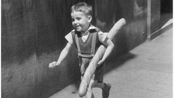 «Le Petit Parisien» (1952), deWilly Ronis.