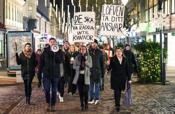 Une manifestation dénonçant la clémencede la justicedans plusieurs procès ouverts pour viol, à Malmö (Suède), en décembre 2017.