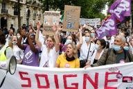 Manifestation de personnels soignants à Paris, le 30 juin.