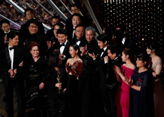 "The team of the film ""Parasite"" celebrates the Oscar for best film, on February 9 in Los Angeles."