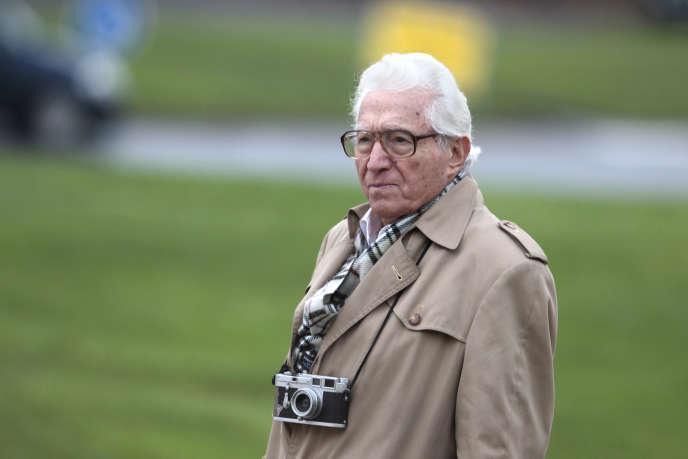 Le photographe américain Tony Vaccaro, 90 ans, visite,le 12 novembre 2013, le Mémorial de Caen, dans le nord-ouest de la France.