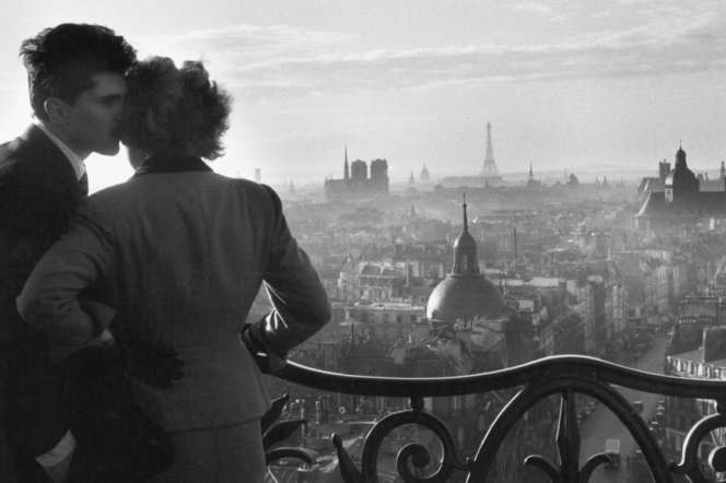 «Les amoureux de la Bastille», Paris, 1957.
