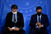 Le président du Brésil, Jair Bolsonaro (à gauche), et son vice-président, Hamilton Mourao, le 17juin 2020, à Brasilia.