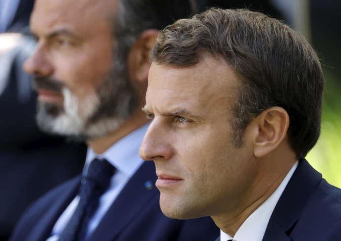 Emmanuel Macron et Edouard Philippe, lors de la réception des 150 membres de la convention citoyenne pour le climat, à l'Elysée, le 29 juin.