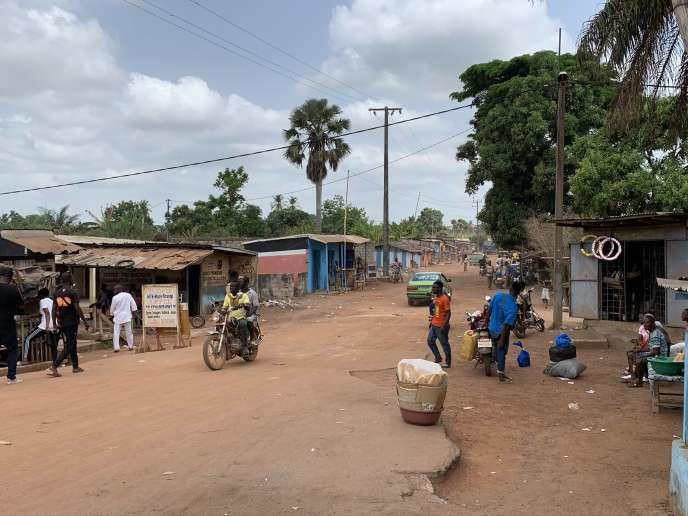 L'entrée du quartier Carrefour, à Duékoué, oùde nombreux corps ont été retrouvés après les combats de mars 2011.