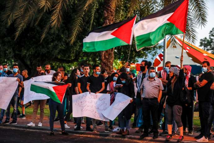 Des manifestants protestent contre le projet d'Israël d'annexer des parties de la Cisjordanie, dans la ville arabe d'Arara, en Israël, le 1er juillet.