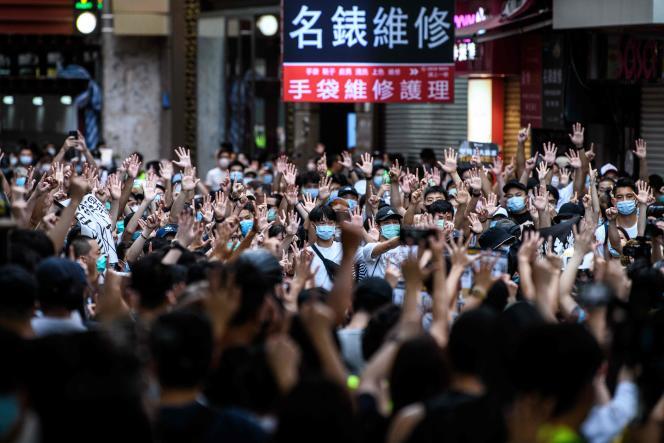 Des manifestants protestent contre la nouvelle loi sur la sécurité nationale, à Hongkong, le 1er juillet.