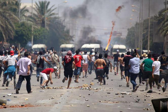 Affrontements entre manifestants et forces de l'ordre à Tataouine, le 22 juin 2020.